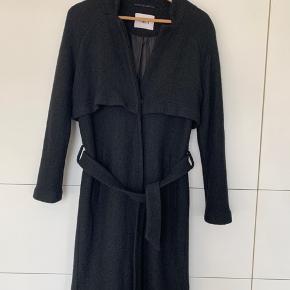 Fin uldfrakke fra Envii Frakken er brugt Sælges billigt p. G. Sidste billede( syning er gået op inden i jakken. % fnuller 40% uld