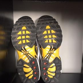 Super fin stand . Brugt et par gange, men desværre lidt for små til mig  Nike air max plus 97 frequency pack tour yellow