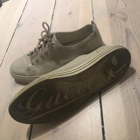 Fitter en 42-43 :-) Dejlig sko som passer til det meste