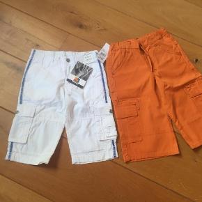 Brand: LEGO Wear, Friends Varetype: 2 par lange shorts (HELT NYE) Farve: Hvide,      Orange Oprindelig købspris: 400 kr.  90+ for begge par Prismærket sidder stadig på!