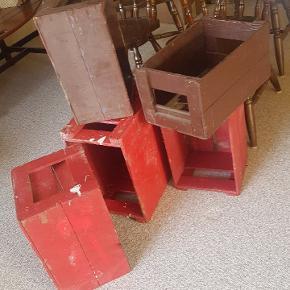 5 stk sodavand gamle  kasser, trænger til en hånd.Skal afhentes senest Onsdag i Græsted