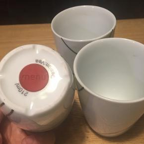 Menu termokrus design vea 210ml. Tre termokrus i fin stand. 60kr Kan hentes kbh v eller sendes for 40kr dao godt indpakket men på købers eget ansvar.