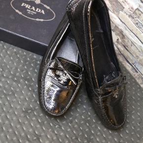 Varetype: Loafers Størrelse: 37.5 Farve: Sort  De er brugt sparsomt, men for ikke at skuffe er de sat til god men brugt. Købt i Italien for nogle år siden, kommer i original æske.