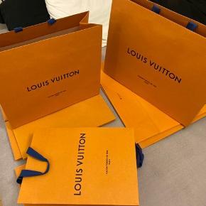 Louis Vuitton Sælges da de bare fylder  Poser: Lille (3stk): 36x25 Mellem (3stk): 40x34 Stor (3stk): 48x39  Æsker: SOLGT