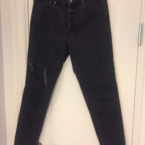 Mom jeans. Brugt men i fin stand. Style: Agnes. Str.29.