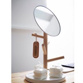 IKEA spejl, med plads til smykker eller andet ophæng, brugt men har ikke nogle tydelige tegn på slid, meget lidt tegn på slid