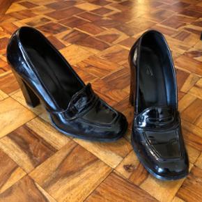 Chaussures talons hauts noires vernies T, 38