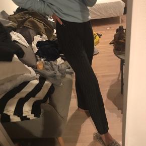 Stribede bukser sælges, de er super fede - og lidt flare agtige. Sælger kun ved rette bud🌻