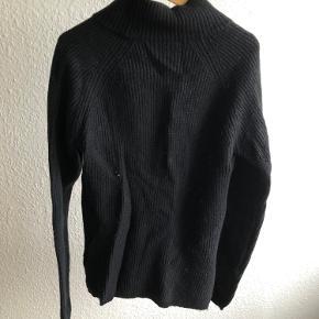 Fin og varm strik sweater med uld i, så den er dejlig varm 😍