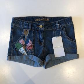 Helt nye og fede denim shorts fra Zadig & Voltaire i størrelse 8 år. Nypris er 530,-