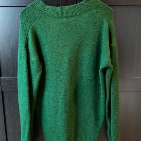 Oversize sweater. Så fin grøn! Jeg bruger normalt xs og denne er oversize til mig.     #30dayssellout