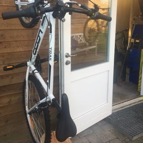Hvid trail loop cykel.