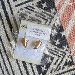 Guldfarvede ørestikkere af mærket Samsons i ubrudt emballage.  Sælges for 25 kr. plus fragt.  (De andre øreringe er også til salg, har egne annoncer)