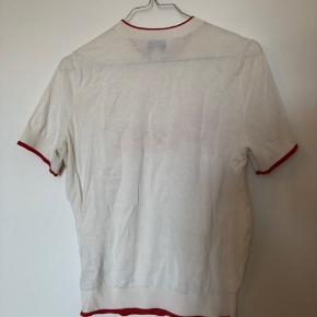Finstrikket t shirt.  Køber betaler fragt.  Se gerne mine andre annoncer.