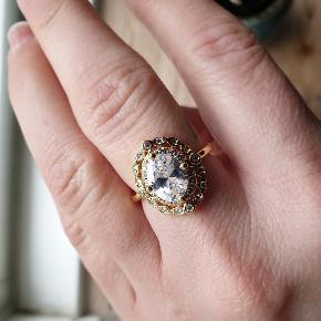 Smuk forgyldt ring med stor sten str 54 Se flere ringe under min profil. Fragt 10kr
