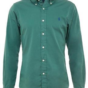 Varetype: Langærmet Farve: Grøn Oprindelig købspris: 900 kr.  Slim fit, washed forest   Sprit ny. Normalpris = 900,-