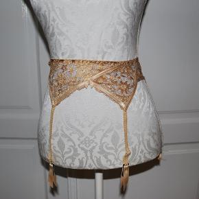 Meget smuk hofte holder i guld farvet blonde stof Rayon 70% polyester 30% str small- aldrig brugt