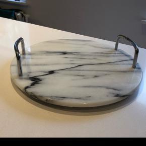 Fint rundt marmorfad... kom med er bud😀