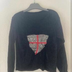 Udklædning ridder bluse 3-5 år  - fast pris -køb 4 annoncer og den billigste er gratis - kan afhentes på Mimersgade 111. Kbh n - sender gerne hvis du betaler Porto - mødes ikke andre steder - bytter ikke
