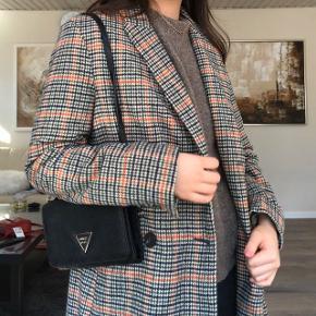 """Super flot og dejlig frakke købt fra Nastygal men er af mærket """"K-Zell Paris"""", har stadig prismærke på! Sælger kun fordi jeg har en magen til 🥰🥰 #30dayssellout"""