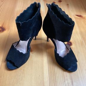 Må sælge disse , da mine fødder ikke længere kan klare stiletter 😌