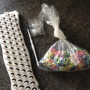 Er der nogen der kan bruge disse, til at lave armbånd med. Kan afhentes 6700/Rørkjær