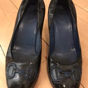 Gucci heels i str. 35,5. Passer 36. Brugstegn på hæle og sål.  Nypris 3000