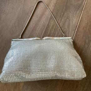 Meget fin vintage sølv taske i fin stand med meget fint for.