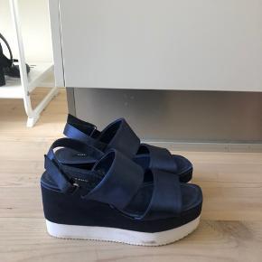 Sandaler fra ZARA. Brugt to gange. Sælges da jeg ikke får dem brugt 😊