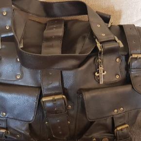 Brugt få gange...stor rummelig taske..sælges billigt da vi rydder op