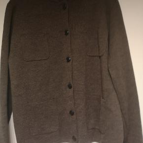 Så fin bluse fra Sibin Linnebjerg, som jeg lige har købt her på Tradono, men som desværre ikke passer til de bukser, jeg havde regnet med i farven.
