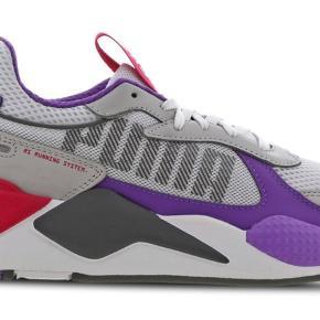 Flotte PUMA sneakers kun brugt få gange, men desværre for små og sælger derfor. Np 850,-