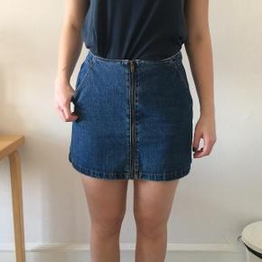 Nederdel fra Zara.  Sælger den både i str S og M. Køber betaler selv fragt - dog mulighed for afhentning☺️