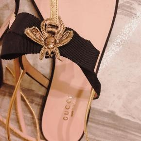 Gucci moody bee suede sandals
