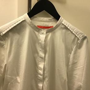 Super fin skjorte, kun vaeret paa og vasket e'n gang😉 Bomuld med strech