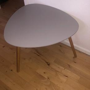 Sælger dette lækre natbord, da jeg skal flytte. Byd😄