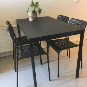 Tärendö spisebord med 4 tilhørende stole (kan stables). L: 110 cm, B: 67 cm og H: 74 cm. Stolenes siddehøjde er 46 cm. Perfekt til studiebolig. Fremstår som nyt. Samlet nypris 500 kr. Sælges kun samlet.