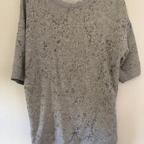 Cool bluse med glåmeleret mønster
