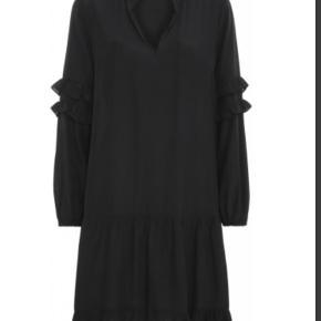 Fineste Sissel kjole fra Continue sælges, da jeg ikke får brugt den..  Brugt 3-4 gange. Fin stand! Nypris 600,- - bytter ikke!