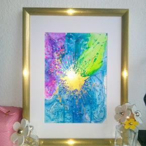 Original abstrakt maleri, malet på A4 yupo papir. Kan vendes både lodret og vandret. Maleriet er malet med akryl, alkohol ink og tegnet med posca tusser. Yupo papir er et syntetisk papir, med silkematte overflader, lavet af polypropylene. Papiret har en helt glat overflade og er syrefrit. Størrelse 30x40cm