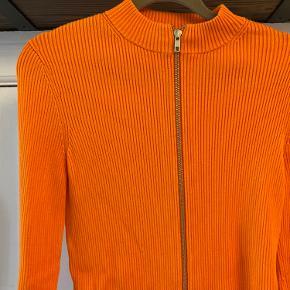 Orange cardigan fra &Other Stories i str S, fremstår som ny (brugt få gange)