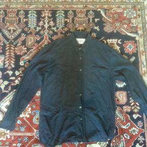 Our Legacy - model Classic Shirt 100 % råsilke i god kvalitet Størrelse 50 (medium/large)