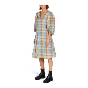 Sælger denne fine kjole. Får den ikke brugt!  Ny med mærker str. 36  Bud fra 800,-