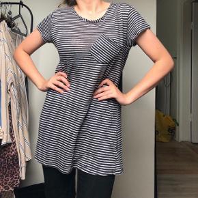 Fineste Zara t-shirt!  • Str. Medium  • NP: 200kr • MP: 20kr