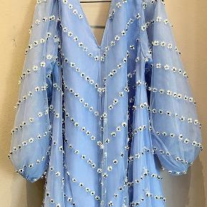 Er der nogen der sælger denne kjole i str L 🤞🏻🤩