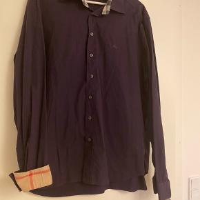 Super fin skjorte, fejler intet. Ved køb af flere skjorter gives en god pris :)