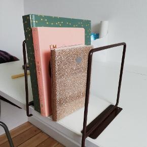 2 brune metal retro bogstøtter 15 x 15 cm