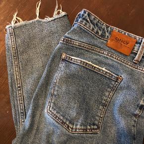 Mine yndlings-jeans er desværre blevet for store til mig. Er stadig i god stand, størrelsen hedder: 30/32 Skriv for mere info, ellers byd 🌸