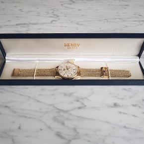 Urer er i rigtig god stand. Købt 2017 august. Er ikke blevet brugt flere gange end man kan tælle på fingrene. Uret har kostet mig 1500,-