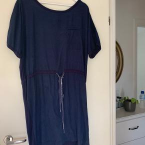 Rigtig lækker og enkel Selected Femme kjole/overdel. Til hverdagen og fest:-)